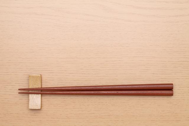 お箸の練習どうしてる?変な持ち方になる前に正しい持ち方を覚える方法